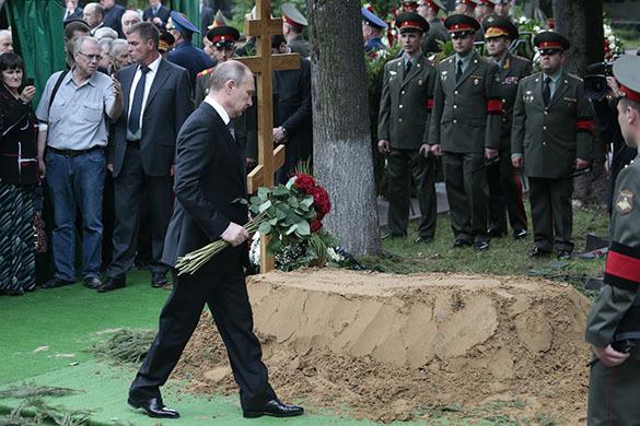 Евгения Примакова с воинскими почестями похоронили на Новодевичьем кладбище. Похороны Примакова