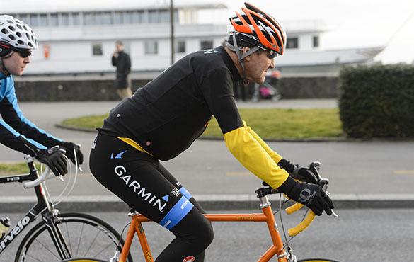 Госсекретарь США Джон Керри экстренно госпитализирован в клинику Женевы после падения с велосипеда. Джон Керри