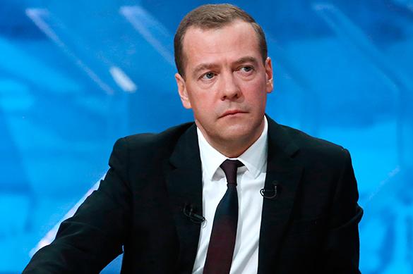 Медведев сократил число госслужащих на 10проц.