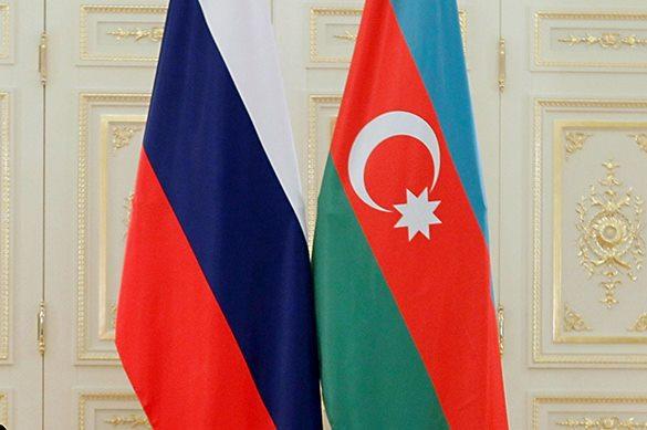 Российско-азербайджанские отношения выходят на качественно новый уровень развития. Флаги России и Азербайджана