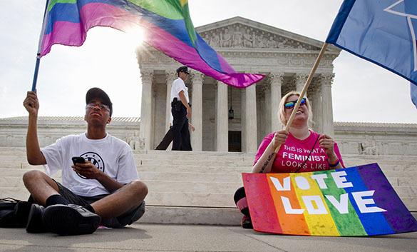 Разрешившие гей-браки в США судьи принадлежали к нетрадиционным конфессиям. Судьи, проголосовавшие за гей-браки, не протестанты