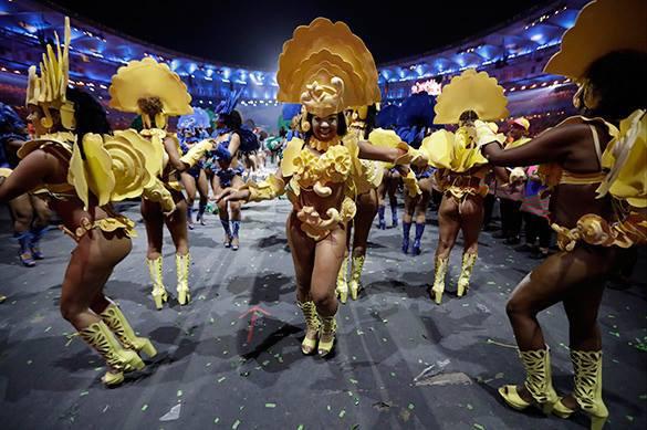 Один из танцевальных номеров во время церемонии открытия летних Олимпийских игр-2016 в Рио-де-Жанейро