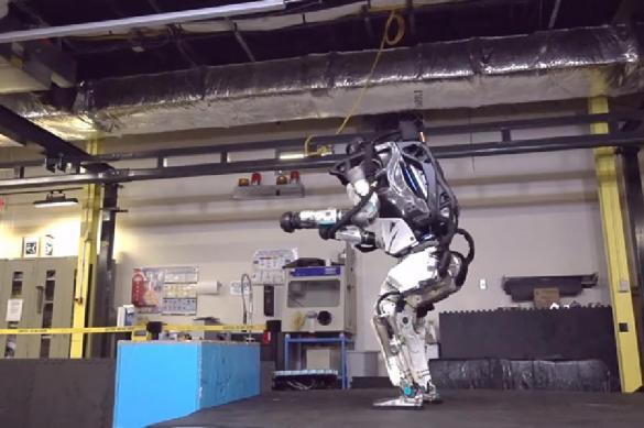 Илон Маск испугался делающего сальто робота