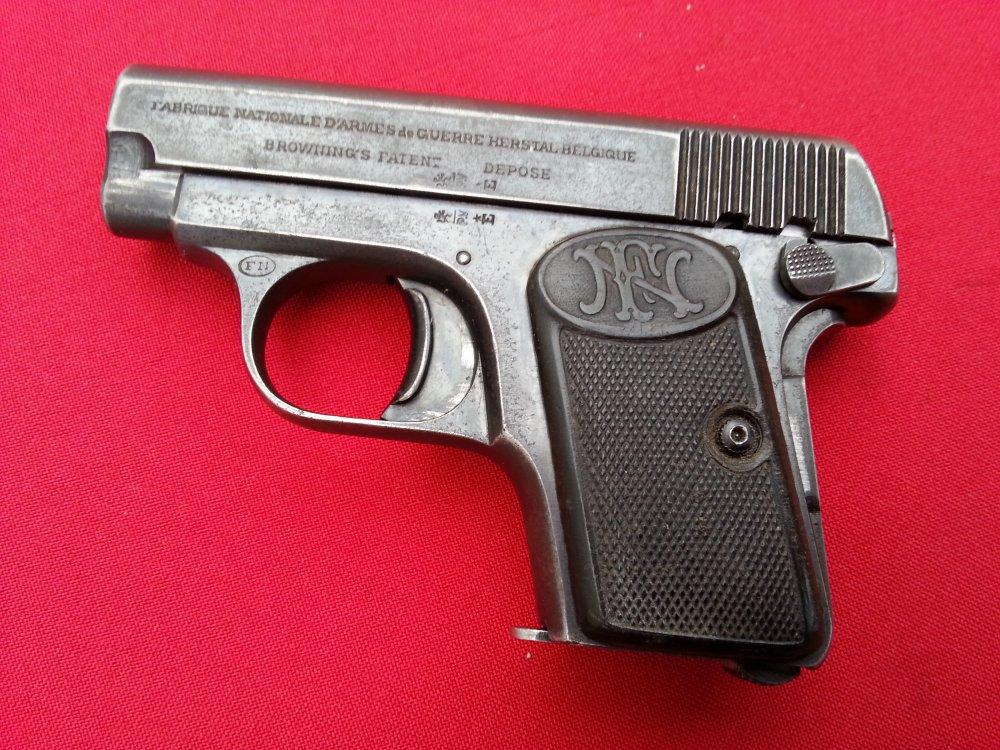 Наследница старого дома случайно нашла пистолет 1906 года выпуска. Наследница старого дома случайно нашла пистолет 1906 года выпуск