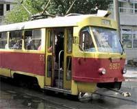 В Нижнем Новгороде автокран врезался в трамвай
