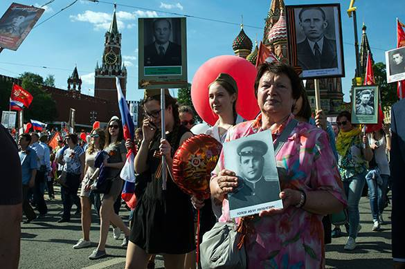 «Бессмертному полку России» помогут неменее 50 тысяч добровольцев