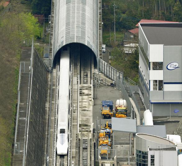Япония разогнала левитирующий поезд до 603 км/ч. Япония разогнала поезд до рекордной скорости