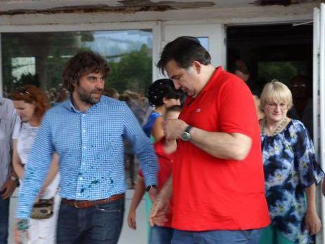 Саакашвили потребовал от Порошенко 50 евро за испорченную футбол