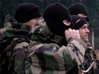 Спецназ ФСБ штурмует убежище боевиков в Дагестане