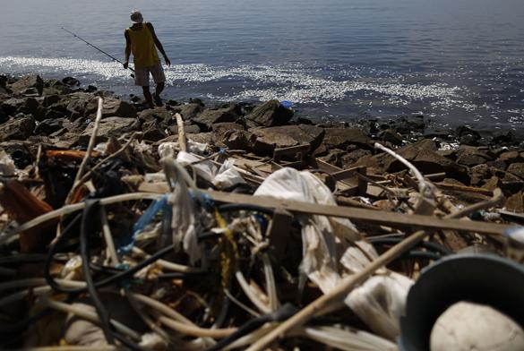 Река Олимпиады-2016 в Бразилии кишит мертвой рыбой. Река в Бразилии кишит мертвой рыбой
