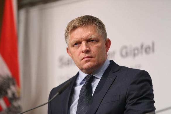 Премьер Словакии отработал ночь на заводе ради повышения зарплаты. Премьер Словакии отработал ночь на заводе ради повышения зарплат
