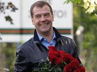 Дмитрий Медведев поздравил женщин с 8 марта через Twitter. 281830.jpeg