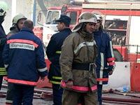 Четырехэтажное здание полыхает в центре Москвы