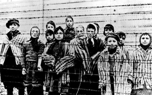 """В Германии начался суд над """"бухгалтером Освенцима""""."""