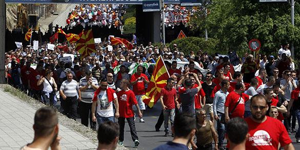 В столице Македонии проходит многотысячный митинг протеста. Македония