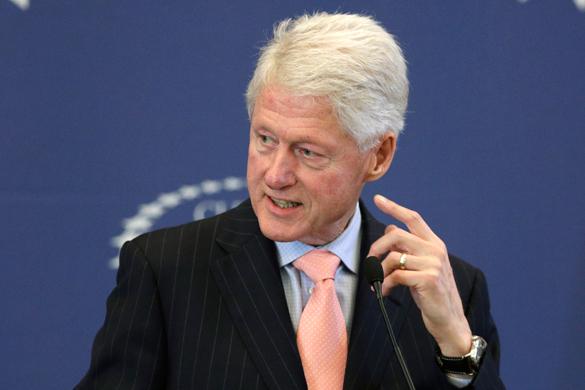 Билл Клинтон в ярости разбил зеркало, узнав, что ЧМ-2022 пройдет в Катаре. Билл Клинтон в ярости разбил зеркало