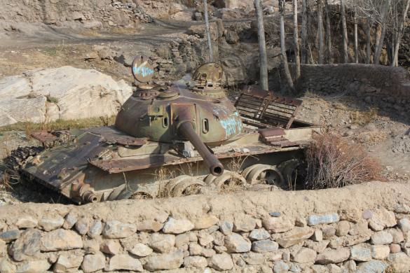 В Афганистане найдены останки советского воина. танк