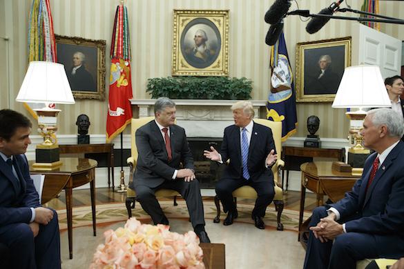 Сплошные упреки: СМИ раскрыли детали визита Порошенко в США