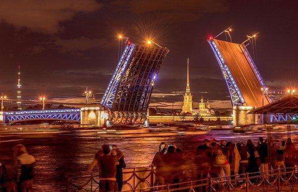 Почему туристы предпочитают Москву и Петербург. Почему туристы предпочитают Москву и Петербург.