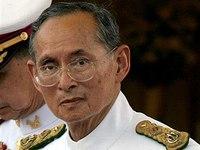 Король Таиланда продолжает оставаться в больнице