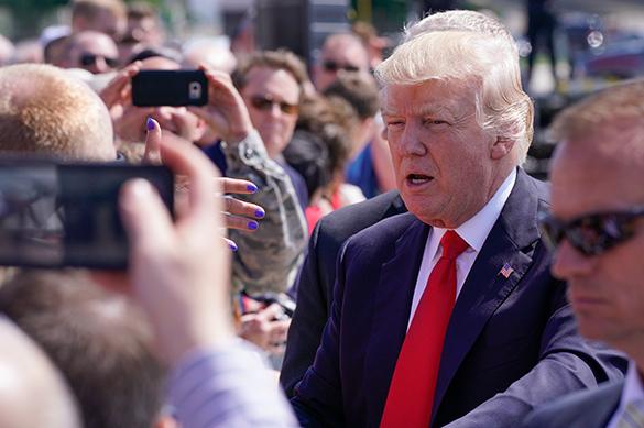 Добить Трампа: президента США забросали исками за нарушение кон