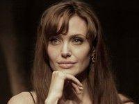 Джоли покажет зрителям долину крови и меда. 237840.jpeg
