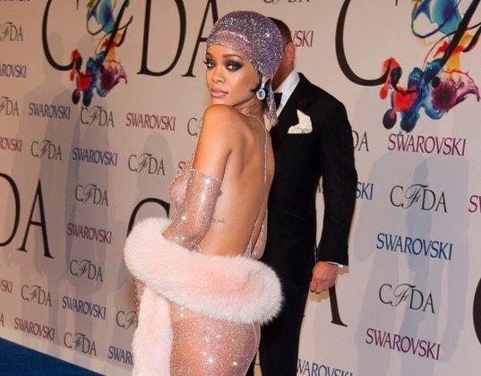Эпатажная Рианна не разочаровала гостей CFDA Fashion Awards 2014. Рианна поразила гостей CFDA Fashion Awards