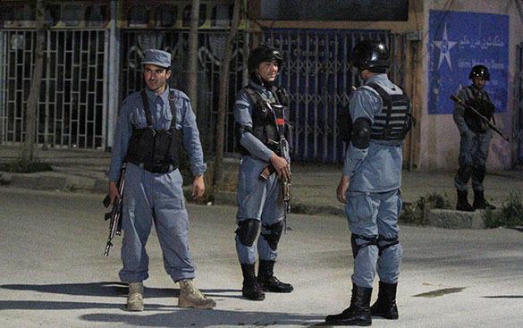 В Афганистане в банках с детской присыпки нашли крупную партию взрывчатки. Афганские полицейские