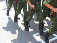 Треть преступлений в российской армии совершается контрактниками