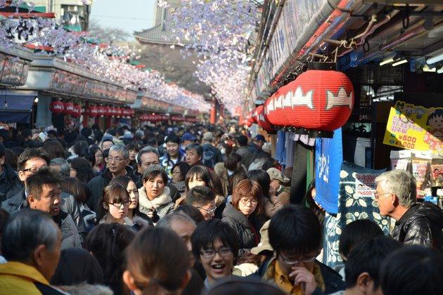 В Японии воздушный змей весом в 700 килограммов упал в толпу.