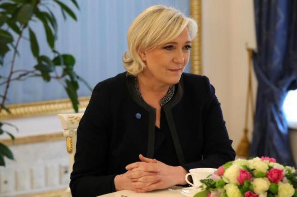 Глава французского Национального Фронта осталась без иммунитета. 378843.jpeg