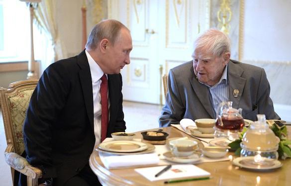 Владимир Путин поведал, что вПетербурге чувствует моральное идушевное облегчение