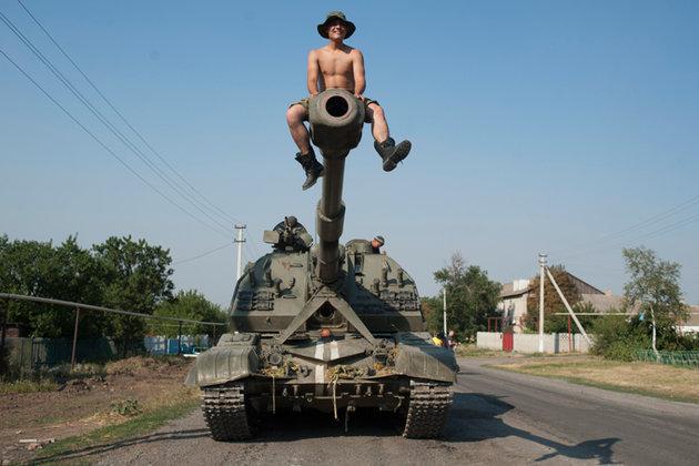 Украинские военные используют бронированную машину сына Януковича за 0 000.