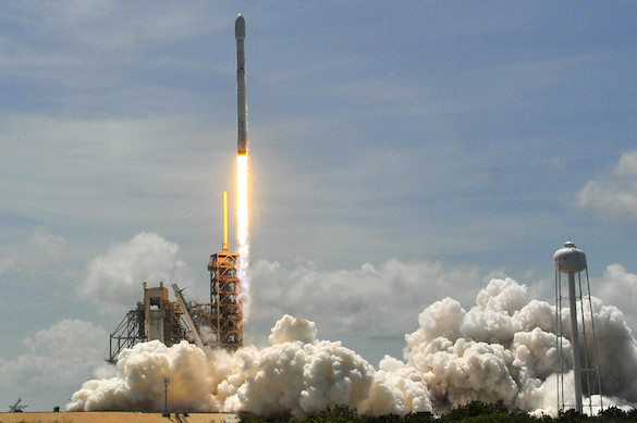 Ракета Falcon 9 стартовала вКалифорнии сдесятью спутниками связи