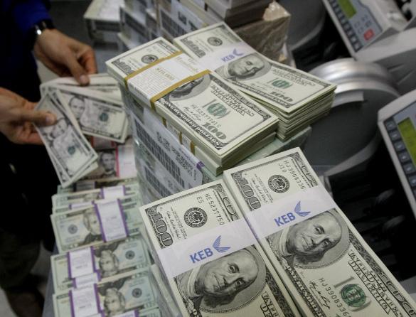 """Американские конгрессмены приняли """"военный"""" бюджет. пачки долларов"""