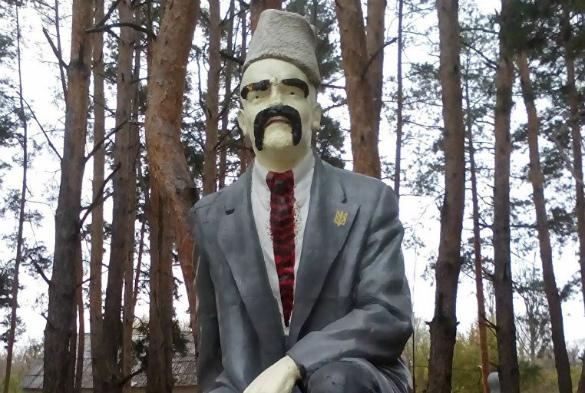 Памятник Ленину на Украине декоммунизировали в скульптуру Шевч