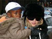 Мадонне разрешили удочерить малавийскую девочку