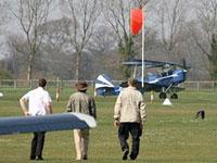 На британском авиашоу самолет поднялся в воздух без пилота