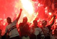Футбольные фанаты устроили беспорядки в Марселе