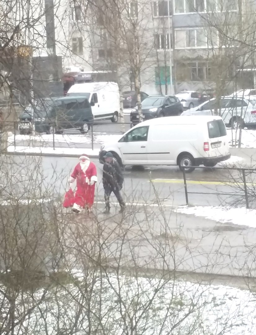 В Карелии снежное лето разбудило Деда Мороза