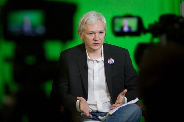 Ассанж: Москва не причастна к утечке переписки главы штаба Клинт