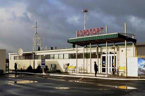Собака на взлетной полосе помешала своевременной посадке самолета в Петрозаводске.