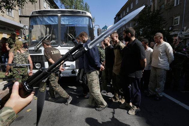 Пленные солдаты Киева восстанавливают Донецк. 298859.jpeg