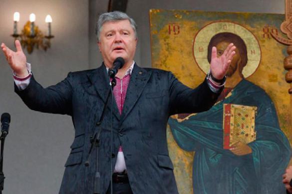 Украинский депутат: Петр Порошенко молится на икону с собственным ликом. 397860.jpeg