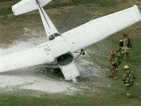 Американский самолет аварийно приземлился на нос
