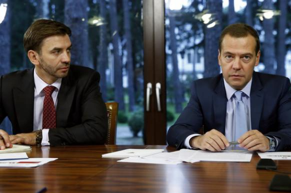 Медведев заявил об отсутствии претензий к работе Абызова в правительстве.
