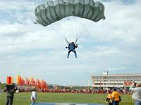 84-летняя американка совершила прыжок с парашютом