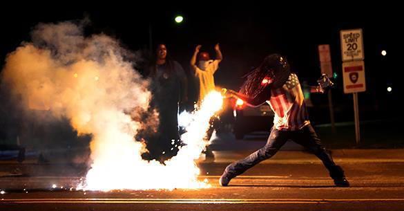Протесты в Фергюсоне охватили уже 115 городов США. Фергюсон протестует против решения жюри присяжных