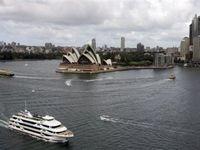 Более 2000 пассажиров австралийского теплохода посадили на