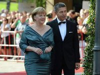 Меркель с гордостью носит наряд 4-летней давности. 266865.jpeg